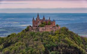 Картинка лес, небо, облака, деревья, горы, замок, вид, высота, Германия, холм, архитектура, поселение, старинный, Гогенцоллерн, возвышенность, …