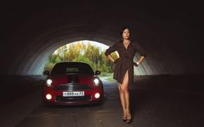 Картинка машина, авто, девушка, поза, туннель, перчатки, ножки, плащ, MINI, Олег Климин