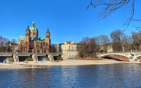 Картинка деревья, город, река, здания, дома, Германия, Мюнхен, церковь, храм, мосты, Изар