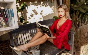 Картинка взгляд, Девушка, платье, блондинка, книга, ножки, сидит, Sergei Goncharov, Agatha Levi