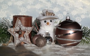Картинка зима, шарики, снег, снежинки, ветки, праздник, шары, игрушка, звезда, свеча, Рождество, Новый год, снеговик, хвоя, …