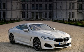 Картинка белый, купе, BMW, 2018, 8-Series, 8er, G15, 840d xDrive M Sport, перед дворцом