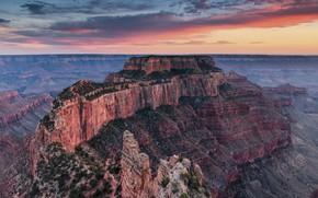 Картинка небо, облака, закат, горы, туман, камни, обрыв, скалы, растительность, вид, высота, горизонт, дымка, США, Гранд-Каньон, …