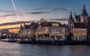Картинка небо, вода, облака, пейзаж, река, замок, улица, вид, окна, здания, дома, лодки, вечер, ограждение, Амстердам, ...