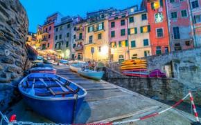 Картинка город, дома, лодки, вечер, освещение, Италия, Italy, Riomaggiore, Риомаджоре, Cinque Terre, Чинкве-Терре