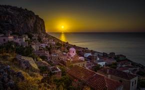 Картинка море, небо, солнце, деревья, камни, скалы, рассвет, берег, дома, Греция, деревня, горизонт, Monemvasia, Монемвасия