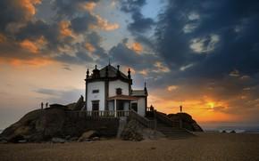 Картинка пляж, пейзаж, закат, природа, камни, океан, берег, церковь, Португалия, капелла, Мирамар, Capela do Senhor da …