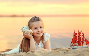 Картинка песок, берег, игрушка, раковина, девочка, кораблик, ребёнок, Ассоль, Виктория Дубровская