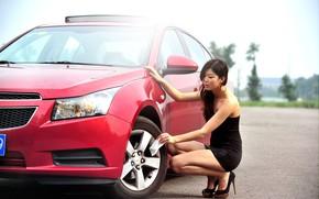 Картинка Девушки, Chevrolet, азиатка, красивая девушка, красный авто, позирует над машиной