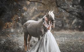 Картинка девушка, поза, лошадь, платье, Marketa Novak, Bаra Markovа
