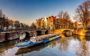 Картинка свет, деревья, пейзаж, мост, река, люди, улица, вид, окна, здания, дома, весна, вечер, утро, ограждение, …