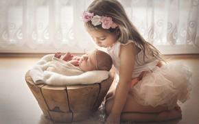 Картинка дети, девочки, поцелуй, окно, ласка, младенец, сёстры, тюль, Marta Obiegla