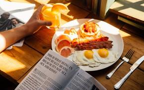Картинка солнце, свет, апельсин, завтрак, утро, сок, газета, яичница, бекон, яичница с беконом, панкейки