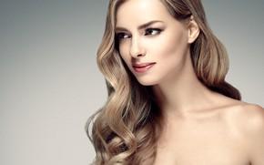 Обои девушка, лицо, рука, портрет, макияж, кольцо, прическа, профиль, голубые глаза, woman, локоны, hair, фотомодель
