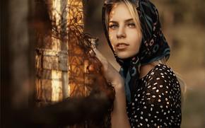 Картинка взгляд, улыбка, Девушка, платье, платок, Илья Баранов, Альберта Самоварова