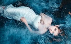 Картинка взгляд, вода, девушка, поза, туман, белое, платье, пар, декольте, лежит, азиатка, плечи, молодая