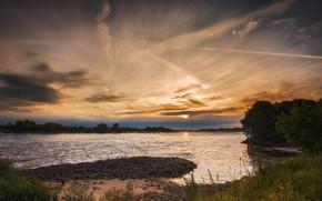 Картинка лето, небо, трава, солнце, облака, деревья, закат, река, камни, берег, вечер, водоем, насыпь