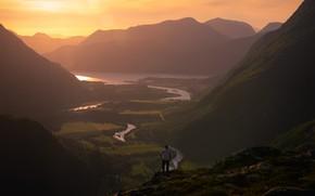 Картинка лето, небо, солнце, свет, пейзаж, горы, туман, река, камни, обрыв, рассвет, холмы, склоны, вершины, спина, …