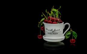 Картинка кружка, отражение, чашка, красные, листочки, черешня, ягоды, черный фон, вишня, белая