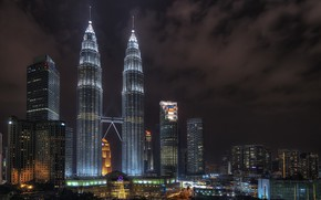 Картинка ночь, тучи, город, здания, Малайзия, Куала Лумпур