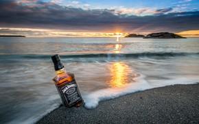 Картинка песок, море, солнце, закат, виски, jack daniels