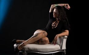 Картинка девушка, поза, кресло