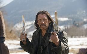 Картинка Дэнни Трехо, Danny Trejo, вестерн, револьверы, Dead in Tombstone, Гуэрреро, Мертвец из Тумбсоуна