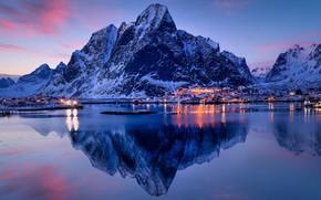 Картинка зима, небо, вода, снег, горы, огни, отражение, синева, скалы, берег, вечер, фонари, залив, домики, сумерки, …