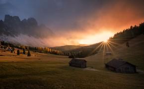 Картинка солнце, лучи, пейзаж, закат, горы, природа, склоны, дома, долина, Италия, леса, Доломиты, Georgi Mitev