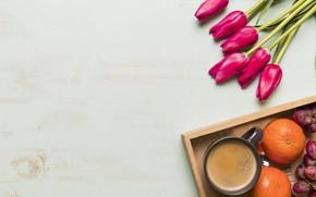 Картинка цветы, букет, тюльпаны, красные, red, фрукты, wood, flowers, fruit, tulips, coffee cup, spring, чашка кофе