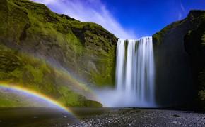 Картинка небо, солнце, скала, ручей, камни, водопад, мох, радуга, Исландия, Iceland, Skogafoss, Скоугафосс
