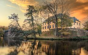 Картинка осень, небо, вода, облака, деревья, закат, ветки, озеро, дом, пруд, замок, птица, берег, утки, вечер, …