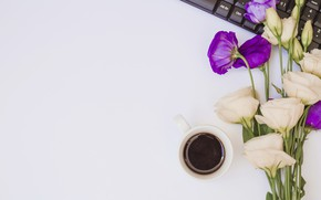 Картинка цветы, ноутбук, white, flowers, coffee cup, purple, эустома, laptop, чашка кофе, eustoma