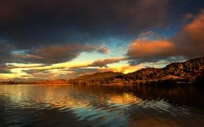 Обои лес, небо, облака, пейзаж, закат, горы, озеро, река, холмы, берег, красота, даль, вечер, рябь, освещение, ...