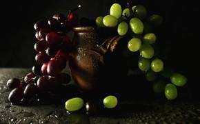 Картинка капли, красный, зеленый, темнота, виноград, горшок, полумрак, черный фон, натюрморт, грозди, керамический