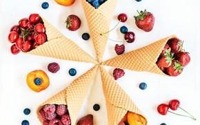 Картинка вишня, ягоды, малина, черника, клубника, рожок, абрикосы