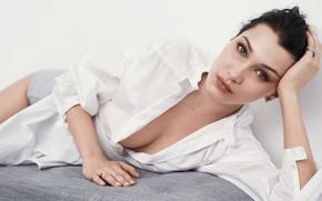 Картинка взгляд, девушка, лицо, поза, модель, макияж, брюнетка, рубашка, красотка, Bella Hadid