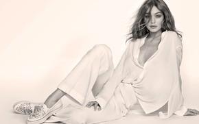 Картинка взгляд, девушка, поза, фото, модель, волосы, черно-белое, рубашка, Gigi Hadid