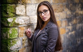 Картинка girl, wall, long hair, brown hair, brown eyes, photo, photographer, bricks, model, lips, face, stones, …