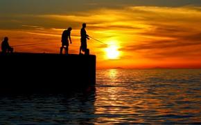 Картинка море, облака, закат, силуэт, зарево, рыбаки