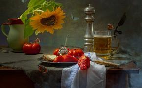 Картинка цветок, бабочки, стол, еда, пиво, подсолнух, полотенце, тарелка, нож, мельница, кружка, кувшин, помидоры, салфетка