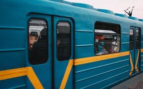 Картинка движение, люди, метро, станция, реклама, вагон, тени, Киев, днепр, Київ, рух, дніпро