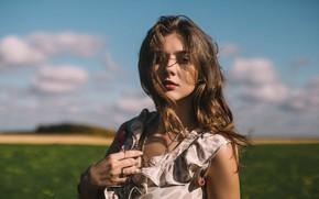 Картинка небо, взгляд, облака, волосы, портрет, Девушка, платье, Денис Лыткин