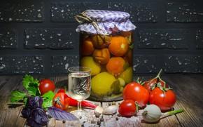 Картинка свет, стол, еда, банка, перец, кирпичи, водка, овощи, помидоры, томаты, рюмка, специи, чеснок, базилик, заготовка, …