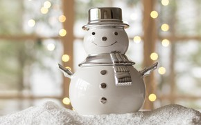 Картинка зима, белый, снег, металл, огни, улыбка, праздник, игрушка, шляпа, шарф, окно, Рождество, Новый год, снеговик, …