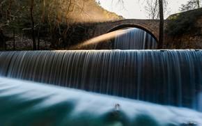 Картинка свет, деревья, ветки, мост, берег, водопад, поток, арка, водоем