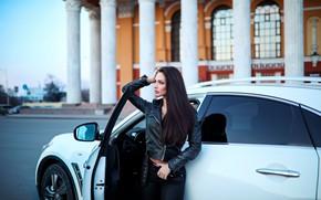 Картинка car, girl, photo, photographer, blue eyes, model, jeans, brunette, portrait, pants, leather jacket, Marina Barera