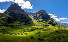 Картинка зелень, небо, солнце, облака, горы, скалы, долина, Шотландия, Glencoe