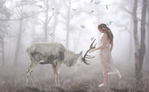Картинка лес, девушка, бабочки, природа, поза, туман, обработка, олень, утро, фея, арт, дружба, красавица, рога, светлый …