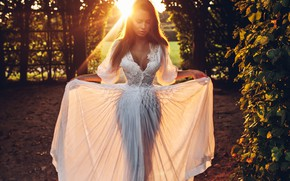 Картинка девушка, поза, белое платье, солнечный свет, Roma Roma
